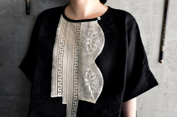 UNIVERSAL TISSU Filet Lace Crew Neck Blouse